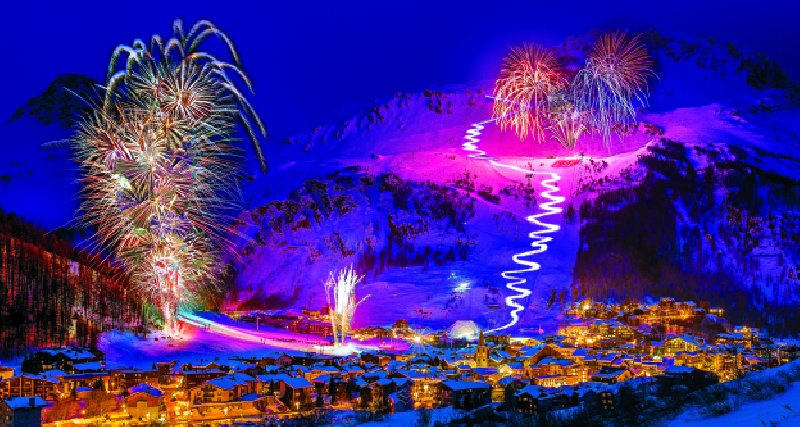 Val d'Isere - Evenement French National Ski Instructors Annual Christmas Show and Firework display